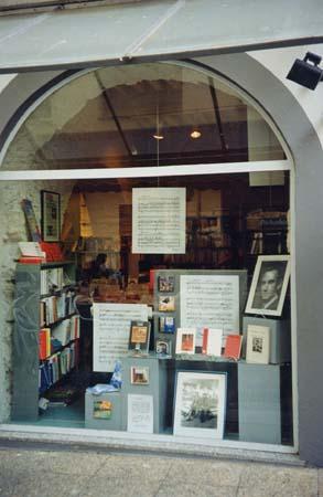 Centenaire 2001 : Exposition - Ajaccio, librairie La Marge - vitrine
