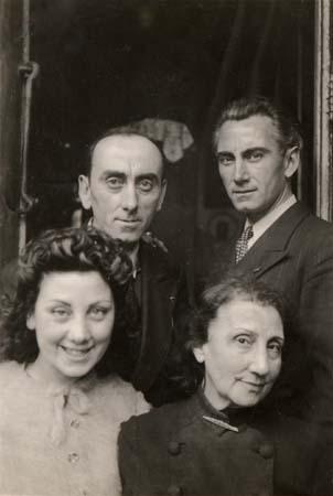 H. Tomasi en famille (avec son frère, sa mère et sa soeur) - 1942-43