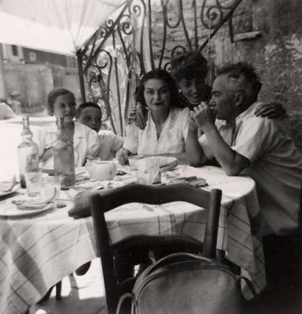 Déjeuner en famille - Centuri, Corse - 1953