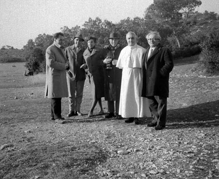 Abbaye St-Michel de Frigolet (Provence) 1963 - H. Tomasi est à la gauche de Monseigneur Norbert Calmels