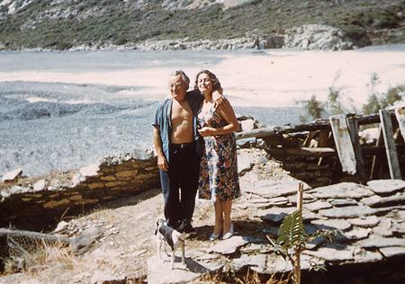 """Avec sa femme à Albo (Corse), 1959 : """"trente ans après""""..."""
