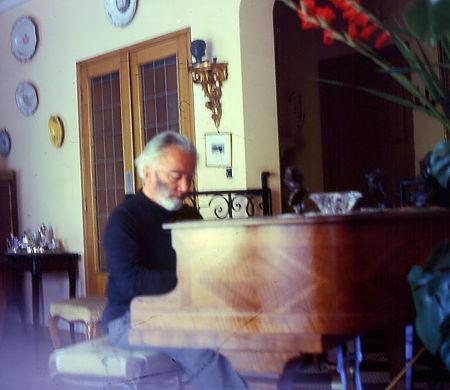 H. Tomasi au piano chez Jean Molinetti - 1963