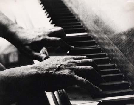 H. Tomasi (mains)