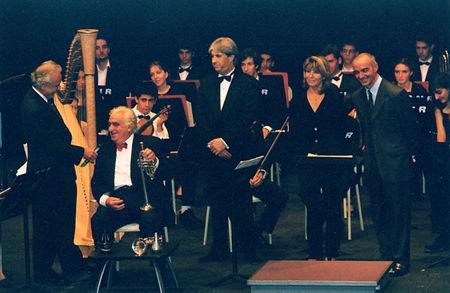 """Centenaire 2001 : Hommage - Orchestre CNR de Marseille dir. Philip Bride - Avec M. André et J. Sapiéga réalisateur du film """"Le requiem perdu"""" (ph. JM Legros)"""